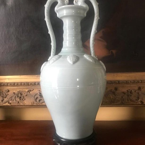 white chinese celandon jade vase